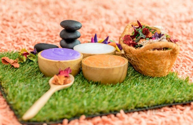 Objetos coloridos del balneario de la belleza para el masaje del balneario imagen de archivo libre de regalías