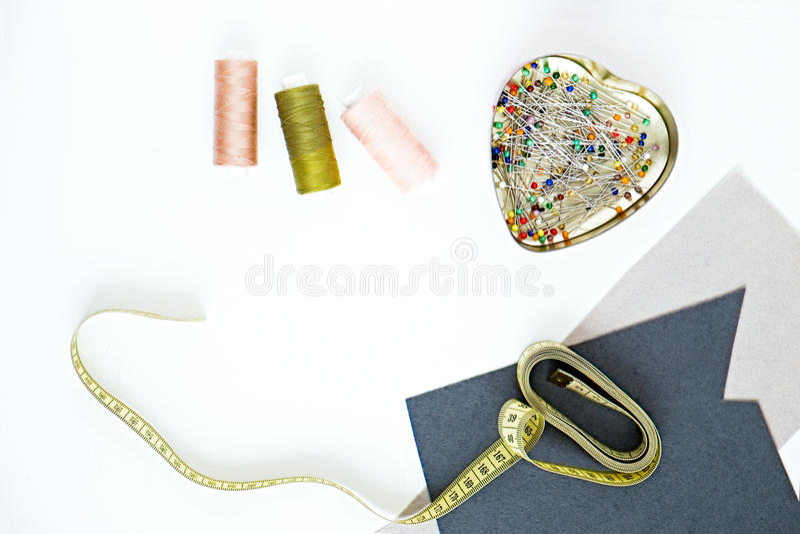 Objetos da costura da forma no fundo branco fotografia de stock