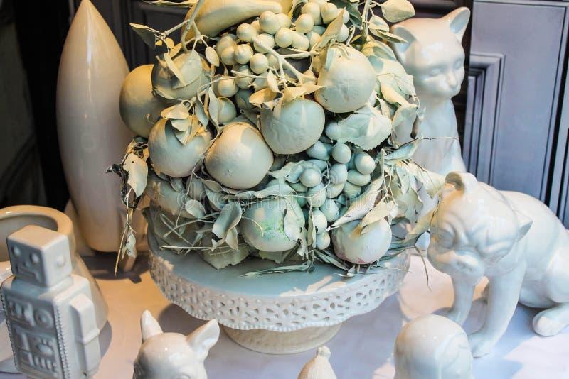 Objetos de la decoración en el matrimonio blanco del color fotos de archivo libres de regalías