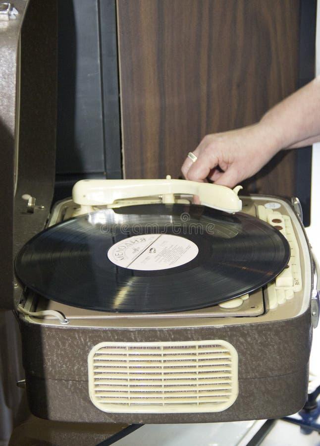 Objetos de la TV antigua y tecnolog?as de radio y tel?fonos fotos de archivo libres de regalías