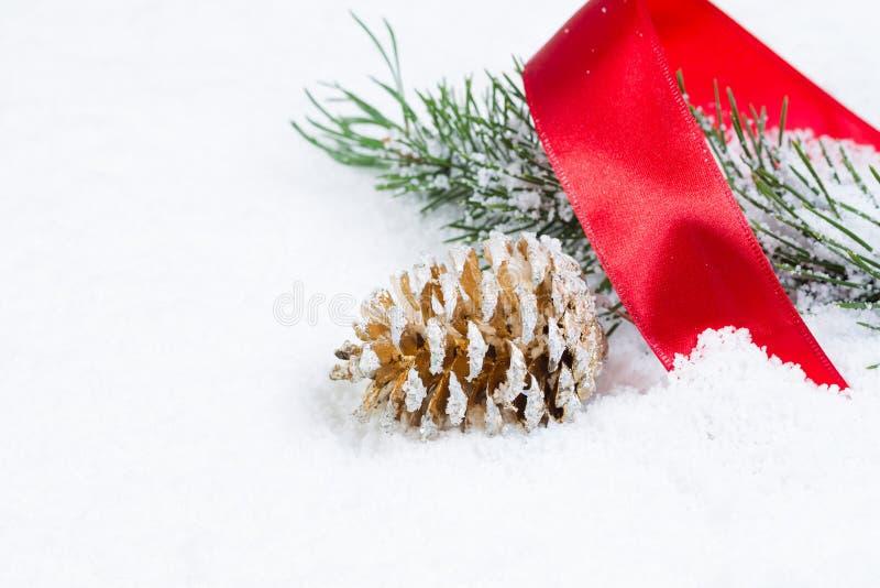 Objetos do Natal na neve fotografia de stock royalty free
