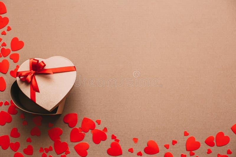Objetos elegantes del amor para la celebración para un par, concepto del día de tarjetas del día de San Valentín de la tarjeta de foto de archivo libre de regalías