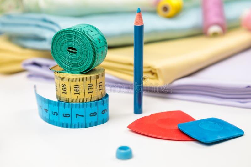 Objetos para costurar a faculdade criadora foto de stock