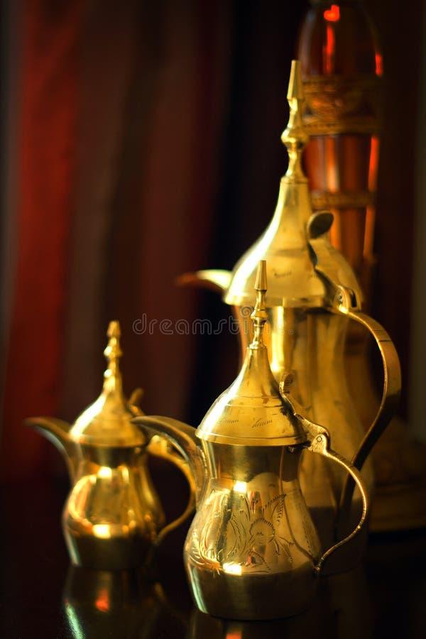 Objetos: Potenciômetros árabes do café imagem de stock