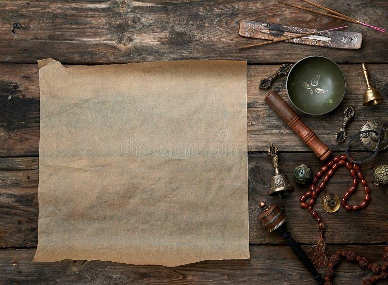Objetos religiosos tibetanos para a medita??o e a medicina alternativa imagens de stock