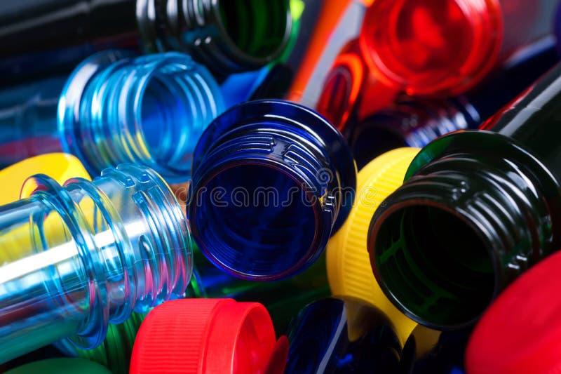 objetos semitrabajados coloridos del ANIMAL DOMÉSTICO para las botellas y las tazas plásticas imagen de archivo