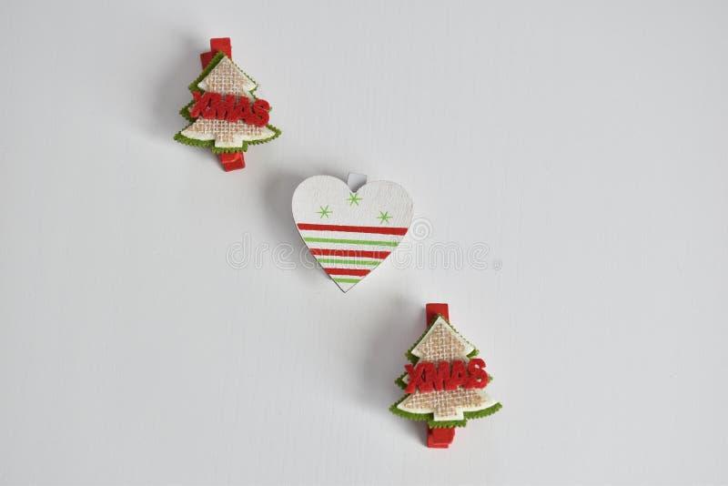 Objetos y corazón del árbol de navidad para las decoraciones de la Navidad fotografía de archivo libre de regalías