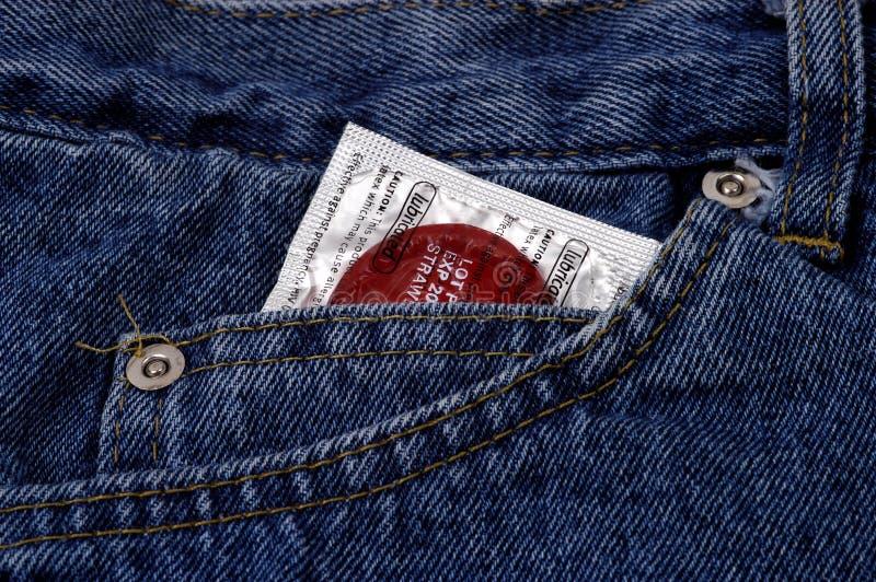 Objets - condom dans la poche image libre de droits