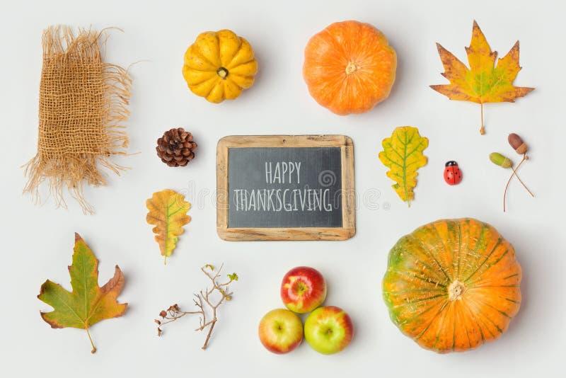 Objets de Thanksgiving pour la moquerie vers le haut de la conception de calibre Feuilles de potiron et de chute d'automne Vue de photographie stock