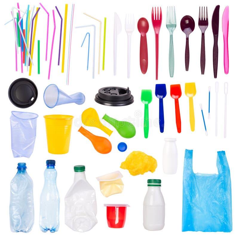 Objets en plastique à usage unique jetables d'isolement sur le fond blanc image libre de droits