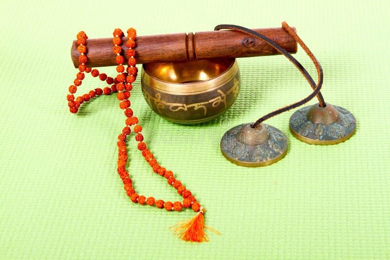 Objets ethniques divers pour la méditation et la relaxation photos libres de droits