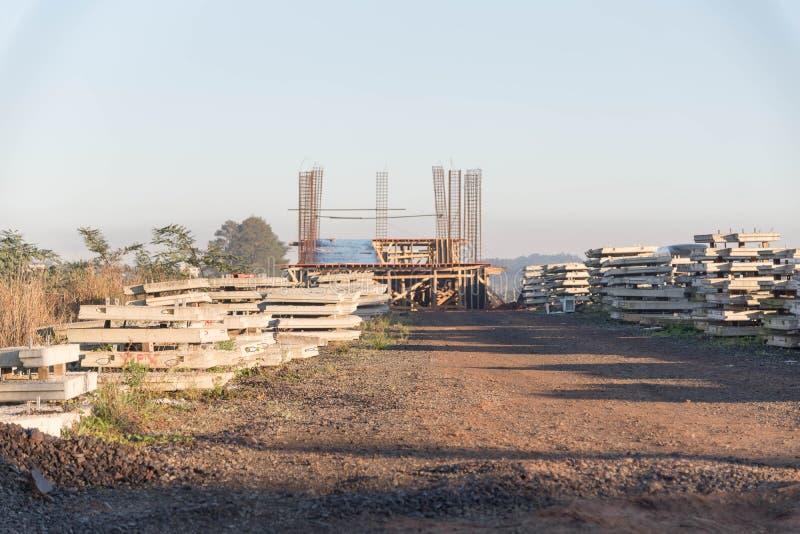Objets façonnés de ciment pour la construction 001 de viaduc photographie stock libre de droits