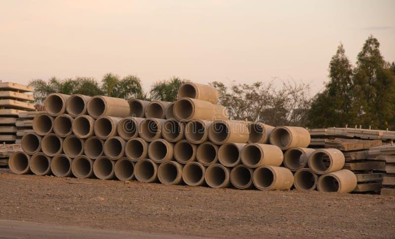 Objets façonnés de ciment pour la construction 06 de viaduc images libres de droits