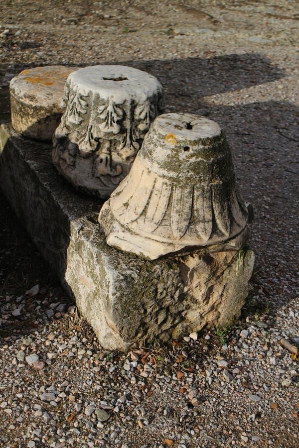 Objets façonnés en pierre en agora antique d'Athènes photos libres de droits