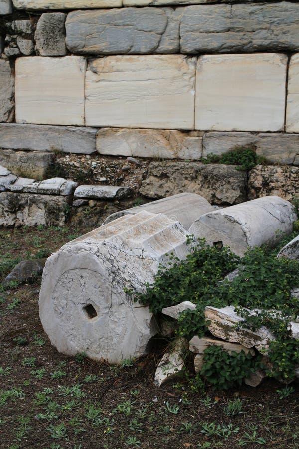 Objets façonnés en pierre en agora antique d'Athènes image libre de droits