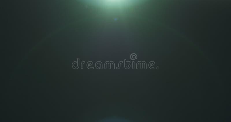 Objets façonnés verts de fusée de lentille au-dessus de fond noir pour le recouvrement photos stock