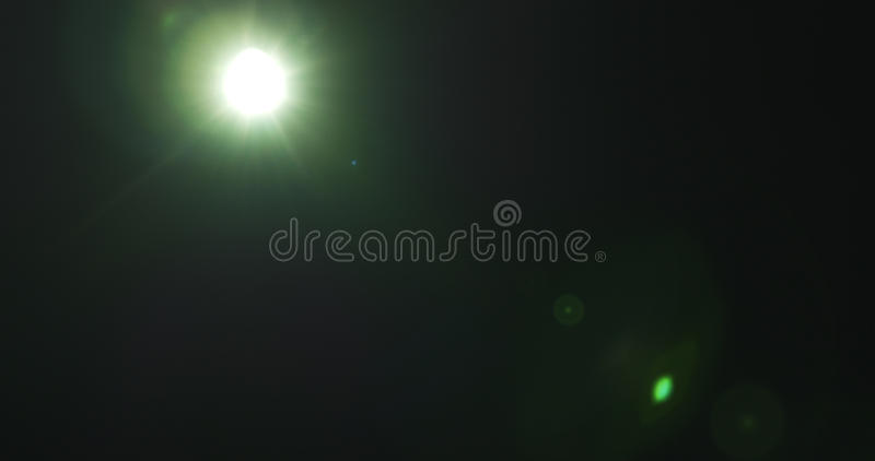 Objets façonnés verts de fusée de lentille au-dessus de fond noir pour le recouvrement images libres de droits