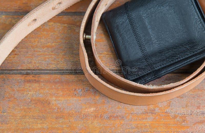Objets masculins ceinture en cuir et le portefeuille image stock