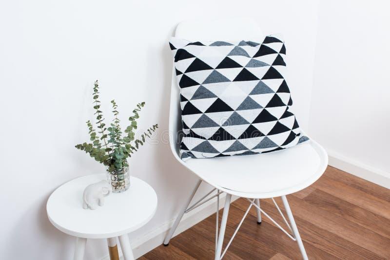 Objets simples de décor, intérieur blanc minimaliste photographie stock