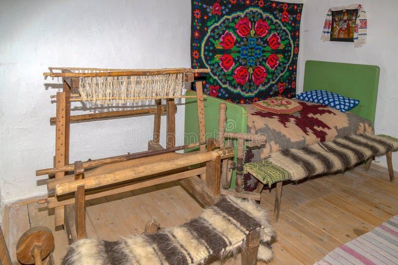 Objets spécifiques d'un intérieur de ferme roumaine à Mara image libre de droits
