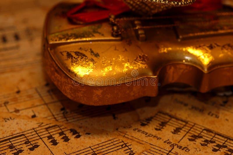 Objets - violon d'or photo stock