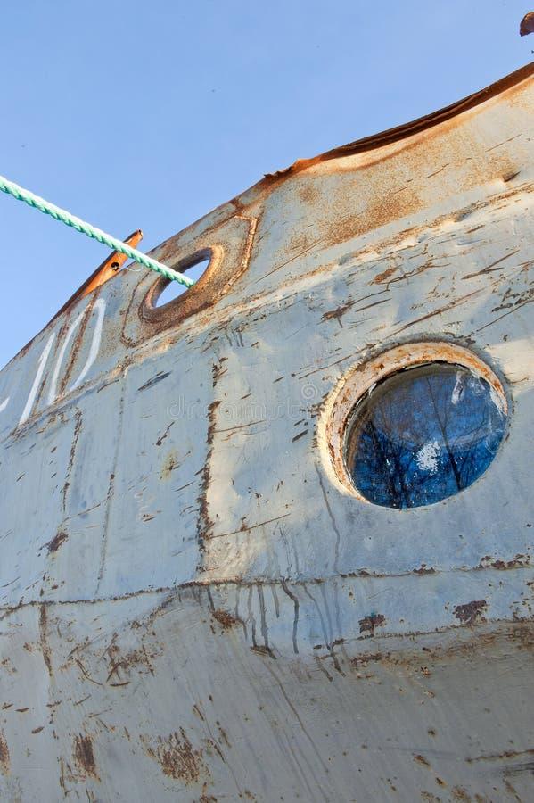 Oblò congelato sulla vecchia nave immagine stock