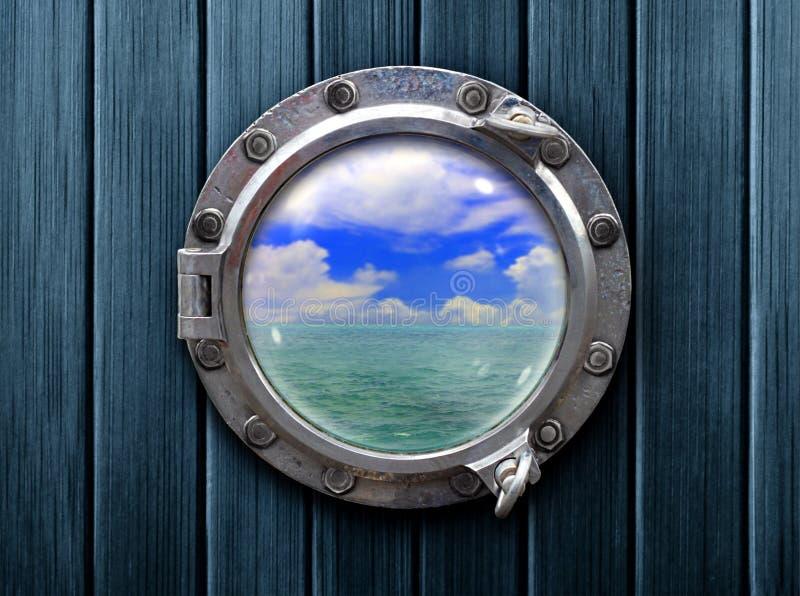 Oblò della nave con la vista di legno di oceano e della parete fotografia stock libera da diritti