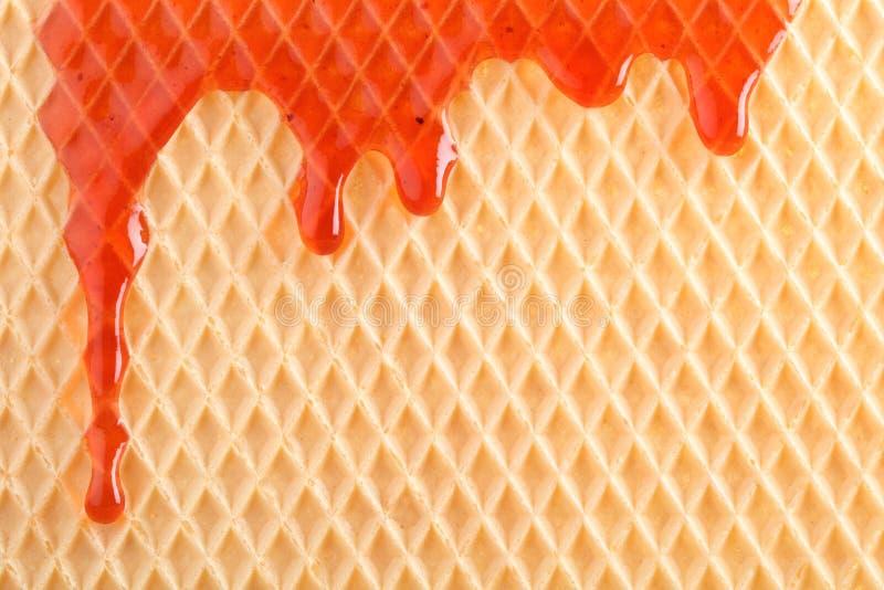 Oblea con la salsa dulce que fluye imágenes de archivo libres de regalías