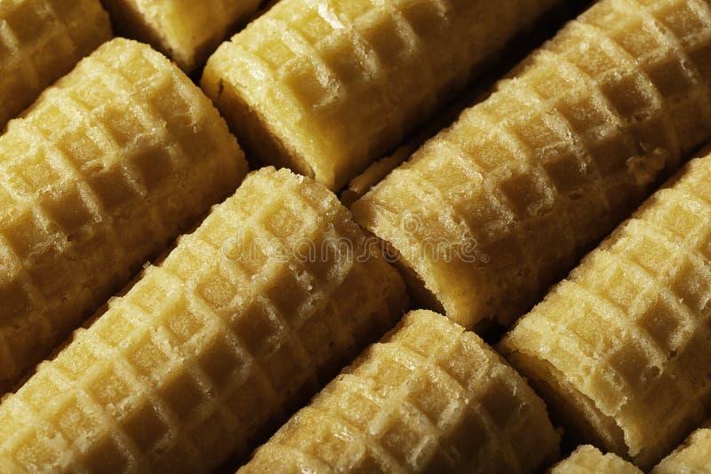 Oblea Rolls Tubos dulces de la oblea que mienten diagonalmente visión superior Postre imagen de archivo libre de regalías