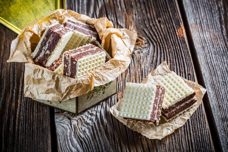 Obleas dulces con las nueces y el chocolate fotos de archivo libres de regalías