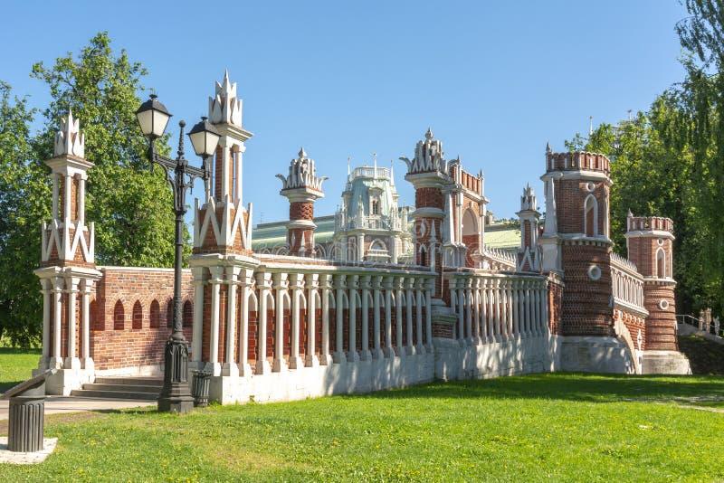 Obliczający most w Tsaritsyno, Moskwa, Rosja obrazy royalty free