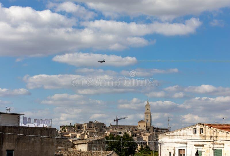 Obligation 25 Scène avec un jet volant du film 'No Time to Die' à Sassi; Matera; Italie photos stock