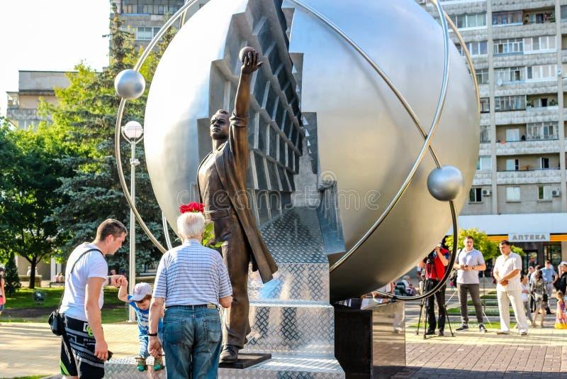 Obninsk, Rusia - julio de 2016: Monumento a los pioneros de la energía nuclear foto de archivo libre de regalías