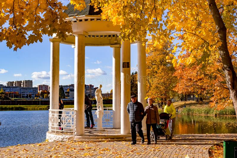 Obninsk, Russie - octobre 2018 : Automne d'or en parc du domaine de Belkino photographie stock