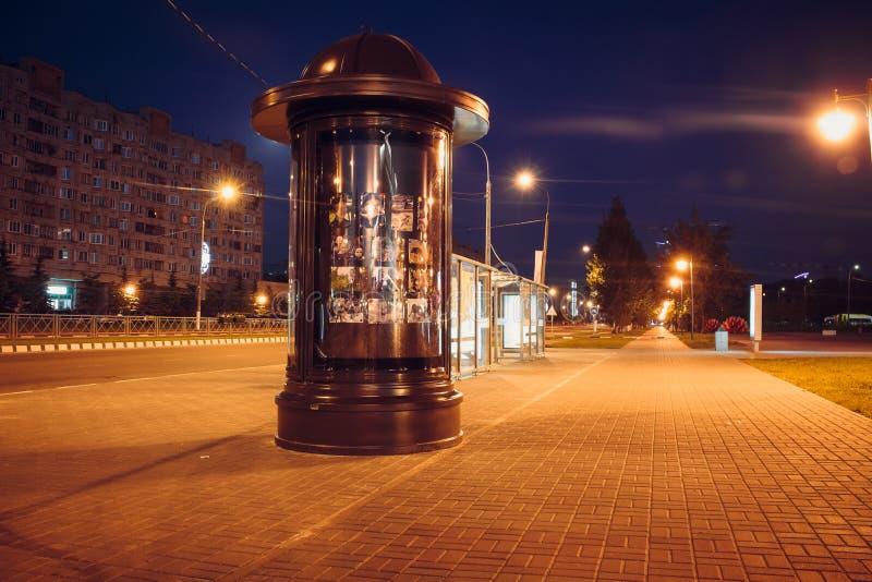 OBNINSK, RUSSLAND - JUNI 2016: Stadtbild nachts lizenzfreies stockbild