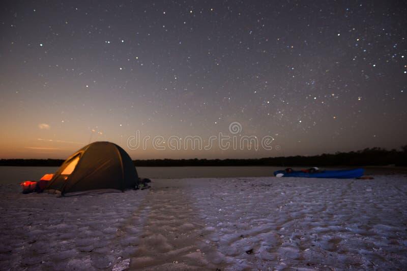 Obozować przy nocą fotografia stock