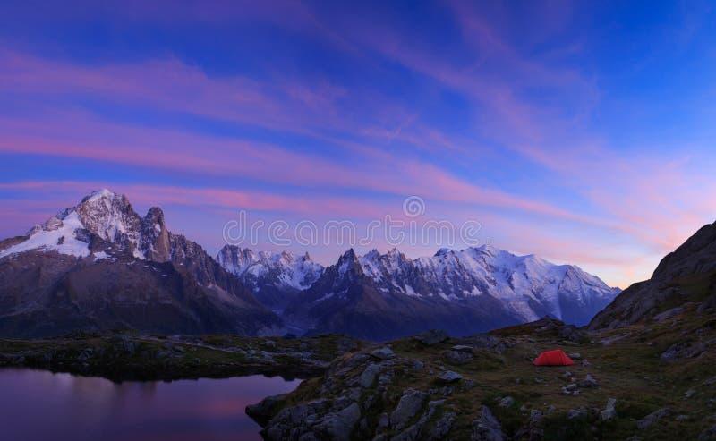 Obozować w Alps zdjęcie stock