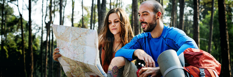 Obozowy Lasowy przygody podróży pilot Relaksuje pojęcie fotografia royalty free