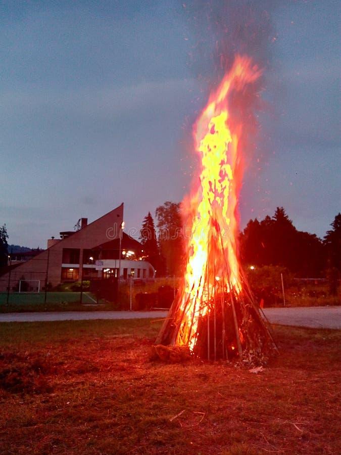 Obozowy ogień w halnym kurorcie zdjęcie royalty free