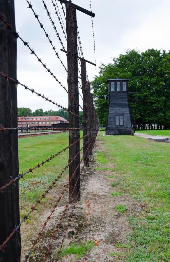 Obozowy ogrodzenie i strażowy wierza w Stutthof- teraźniejszym czasie zdjęcia royalty free