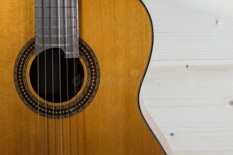 Obra clásica de la guitarra acústica foto de archivo