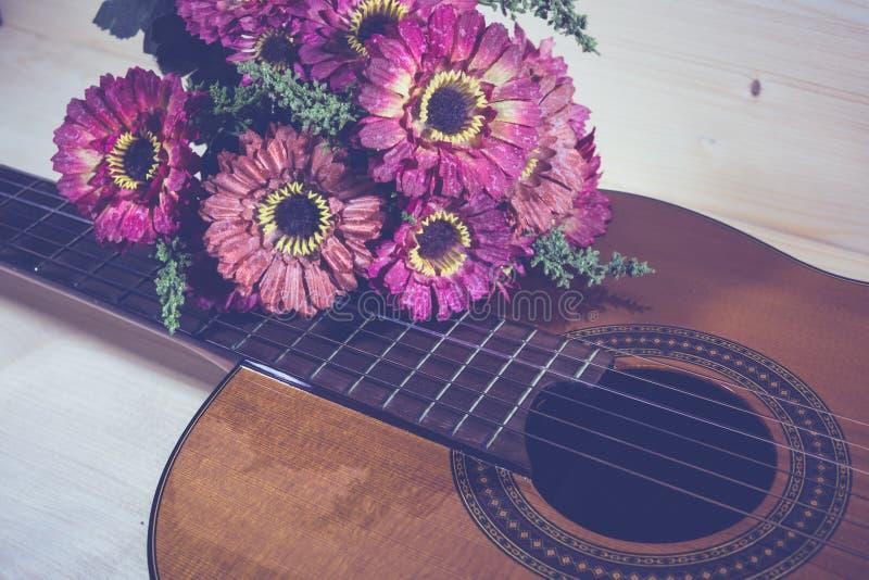Obra clásica de la guitarra acústica fotografía de archivo