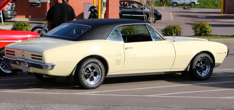 Obra clásica Pontiac Firebird 1968 fotografía de archivo
