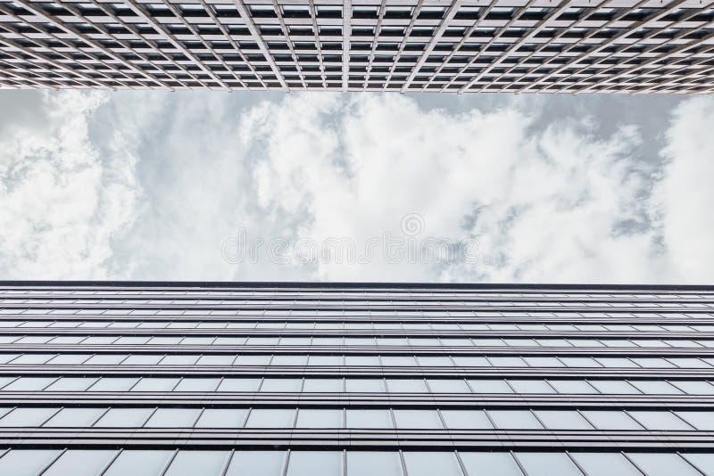Obramiać Z fasadą budynek biurowy obraz stock