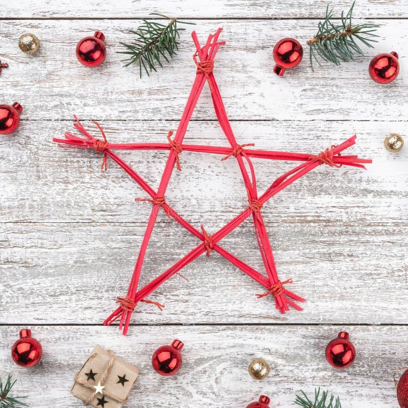 Obramia na bożego narodzenia tle stary drewno Xmas rzeczy Gwiazda w środku Odgórny widok Kwadratowa karta zdjęcia royalty free