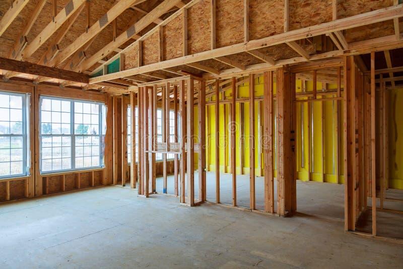 Obramiający budynek lub mieszkaniowy dom z podstawowym zdjęcia stock