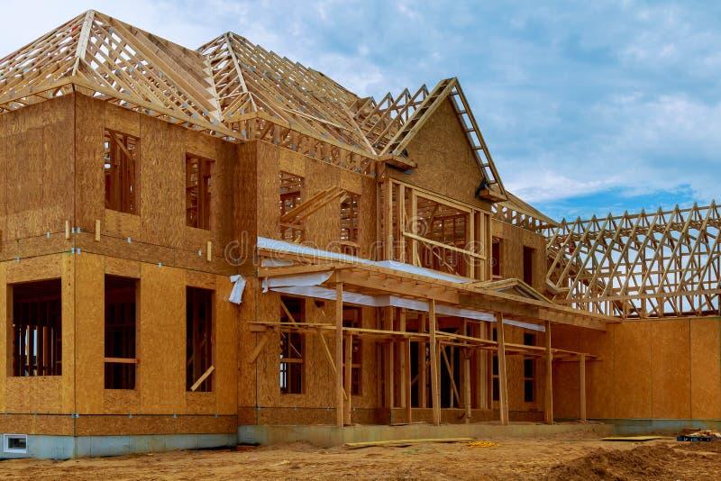 Obramiający budynek lub mieszkaniowy dom z podstawowym obrazy stock
