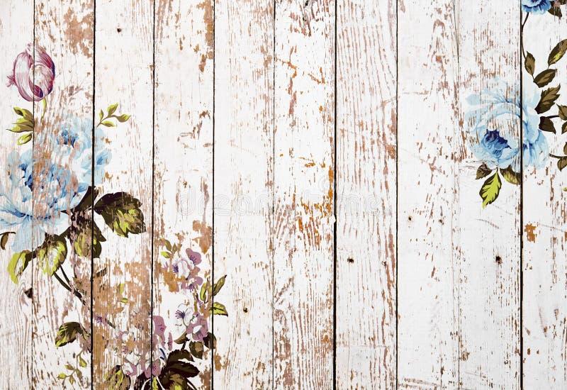 Obrana drewniana tekstura z podławymi modnymi rocznik różami zdjęcia stock