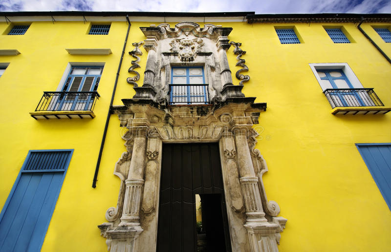obrapia della casa di Avana della facciata della costruzione vecchio fotografie stock