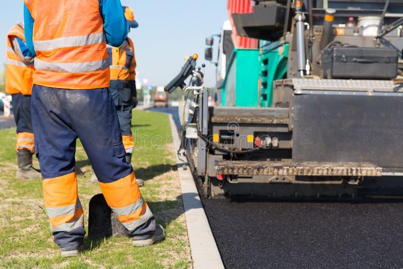 Obras do pavimento do asfalto fotografia de stock royalty free